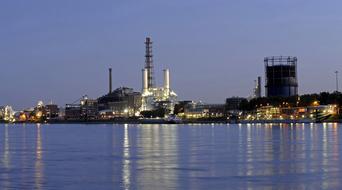 Saudi revises renewable energy goal to favour gas