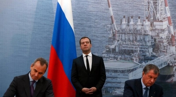 Saudi and Russia sign oil pact, could limit output