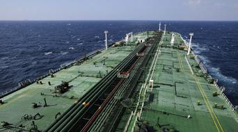 Somali pirates seize Italian oil tanker