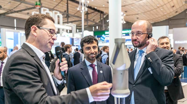 Al Mazrouei visits Siemens stand at Hannover Messe