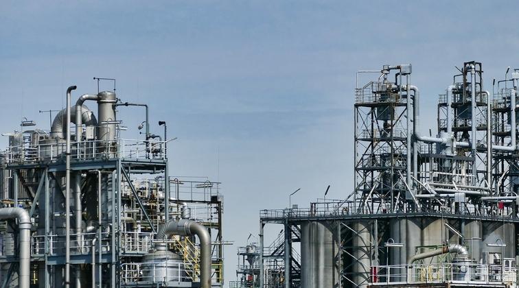 Crude collapse to crush US petchem advantage