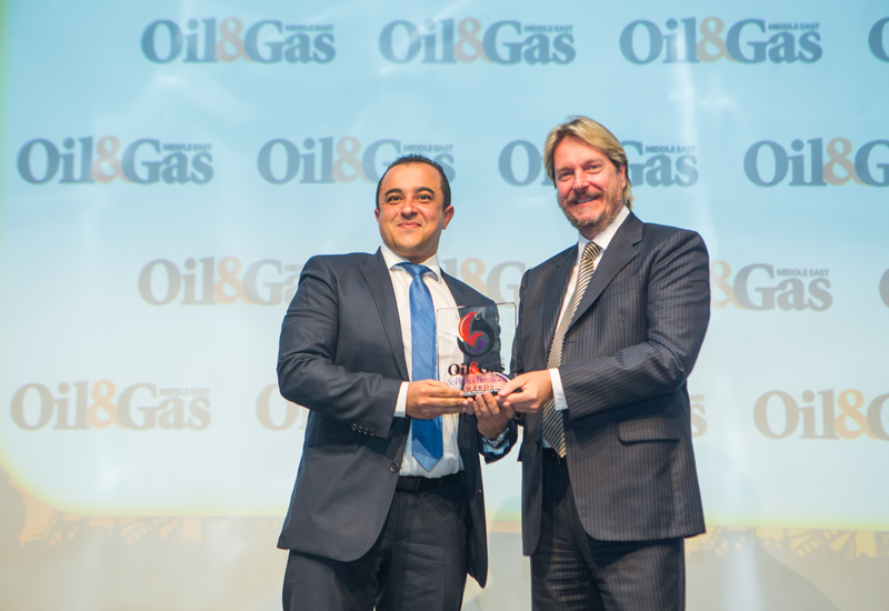 Mohammed El-Komy, country product line manager for the UAE – Drilling Services at Weatherford receiving the trophy from Ian Stokes, group publishing director at ITP Publishing Group on October 5th in Abu Dhabi.