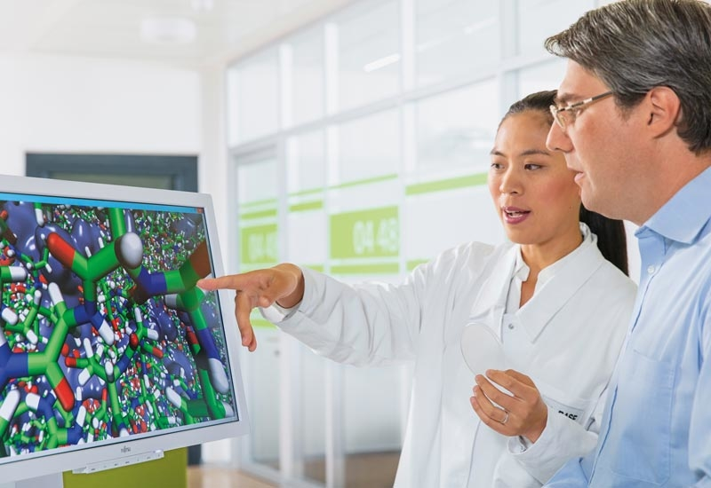 Chemist Dr Fangfang Chu (left) and simulation expert Dr Eduard Schreiner of BASF discuss the computer simulation of a microencapsulation.
