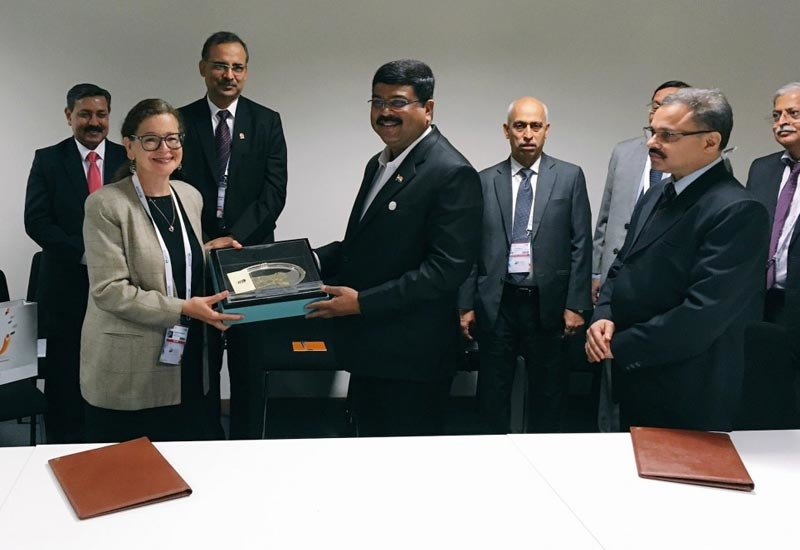 Dharmendra Pradhan (fourth from left), minister of petroleum and natural gas, India, with Dr Jennifer Holmgren (second from left), CEO, LanzaTech, after signing a Statement of Intent to construct the world's first refinery off gas-to-bioethanol facility.