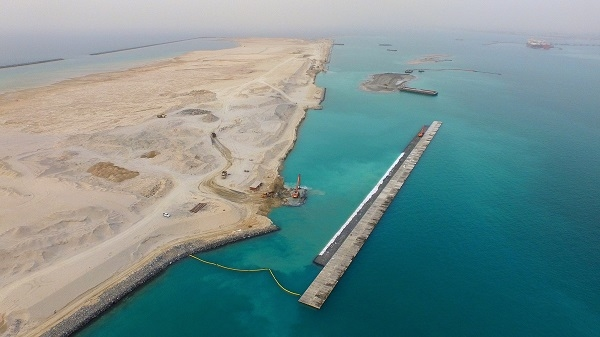 Construction has started on Phase 1 of Jebel Ali Port's Terminal 4, a US $1.6-billion development.