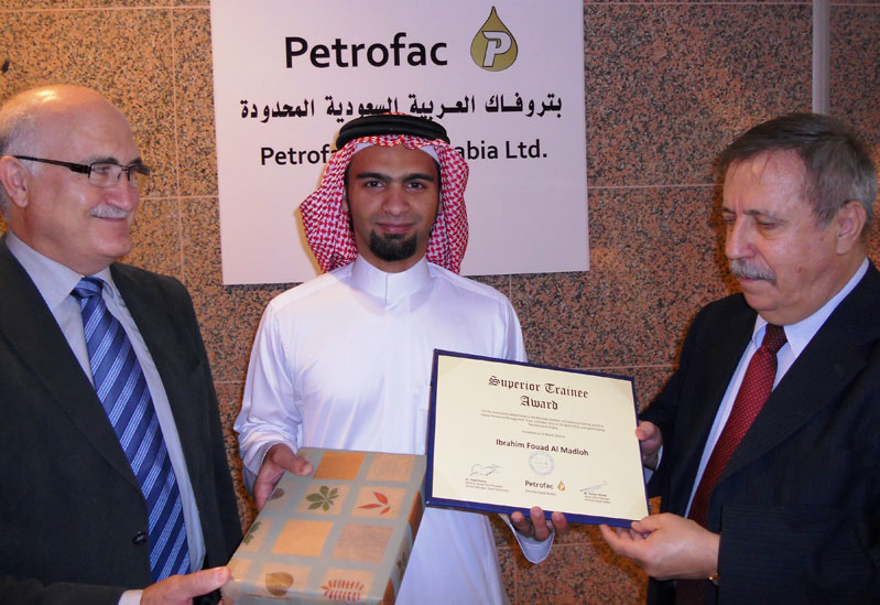 Receiving the award for superior trainee is Ibrahim Fouad Al Madloh (Centre).