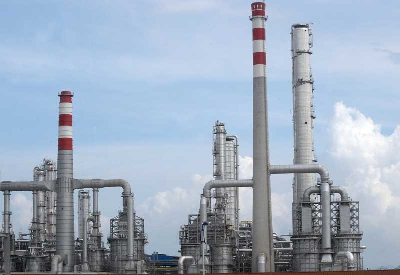 The US military said refineries were producing 300-500 barrels of petroleum per day.