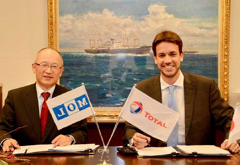 Takeshi Hashimoto (left), senior managing executive officer, energy transport business unit, MOL, and Olivier Jouny, managing director, TMFGS, after signing the contract.