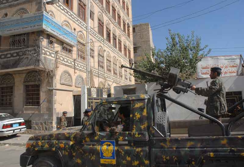 Security forces were attacked as they protected a maintenance crew attempting to repair Yemen's crucial oil pipeline.