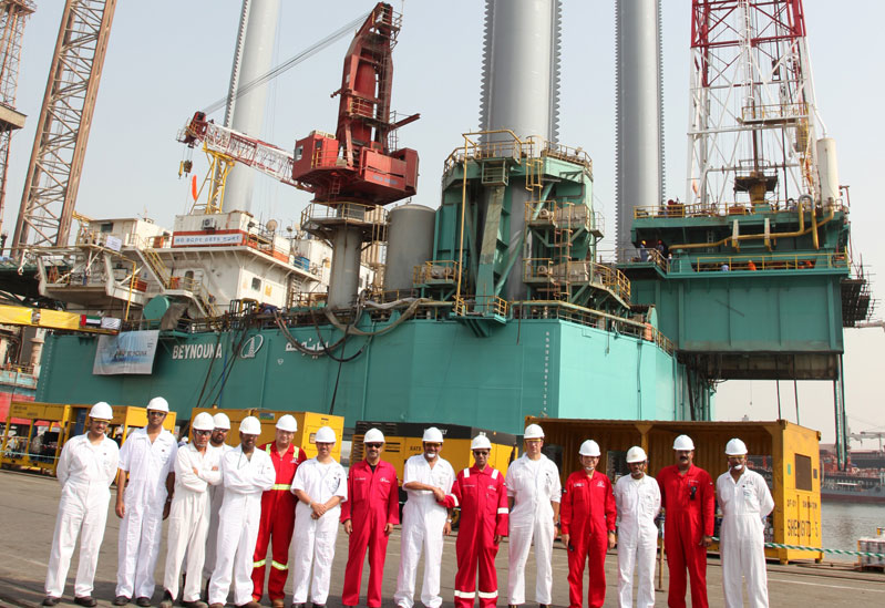 The Drydocks World and National Drilling Company senior teams at the rig delivery in Dubai.
