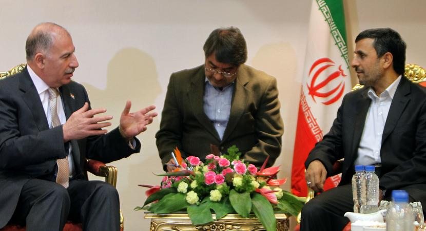 Mahmoud Ahmadinejad (R) meets with Iraqi Parliament Speaker Osama al-Nujaifi (L) on 2 October 2011. Oil production ties