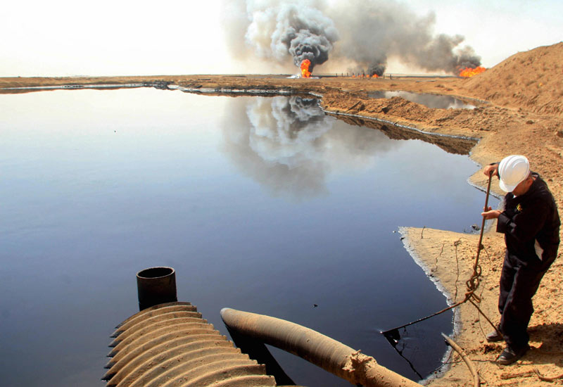 The super giant Rumaila oilfield in Iraq. (Getty Images)