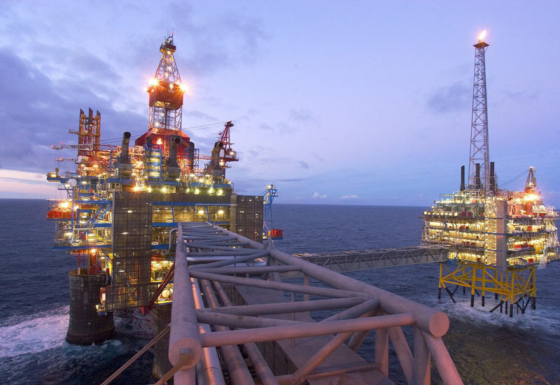 The contract awarded to Halliburton is part of Statoil's Fast Track Field Development initiative to reduce field development costs.