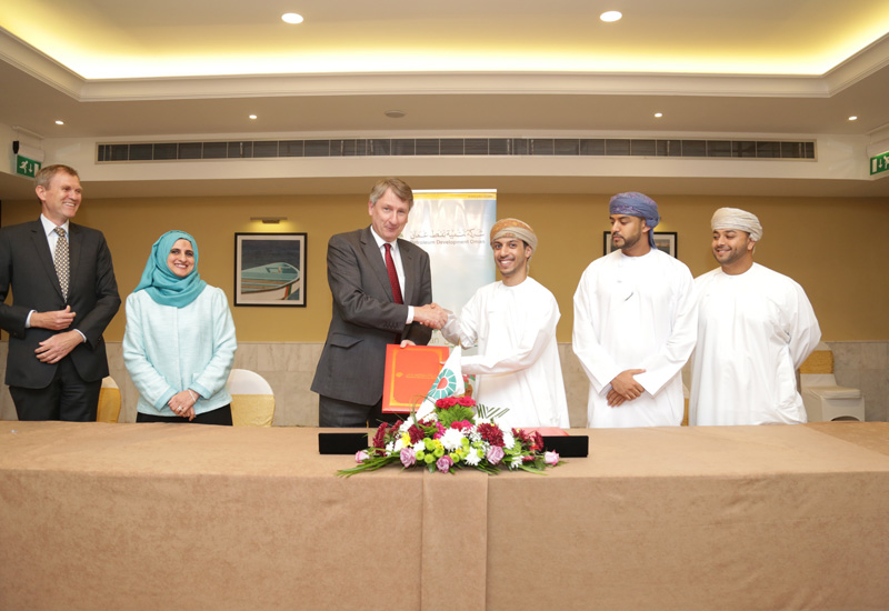 PDO managing director Raoul Restucci at the signing of the agreement with Phaze Ventures.