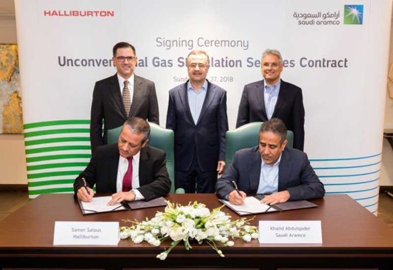 Saudi Aramco president and CEO Amin H Nasser (standing, centre), Halliburton president and CEO Jeffrey A Miller (standing, left) and Saudi Aramco SVP for upstream Mohammed Y Al Qahtani (standing, right), attended the signing ceremony for unconventional gas stimulation services contract on 27 May 2018 at Saudi Aramco headquarters in Dhahran, Saudi Arabia.