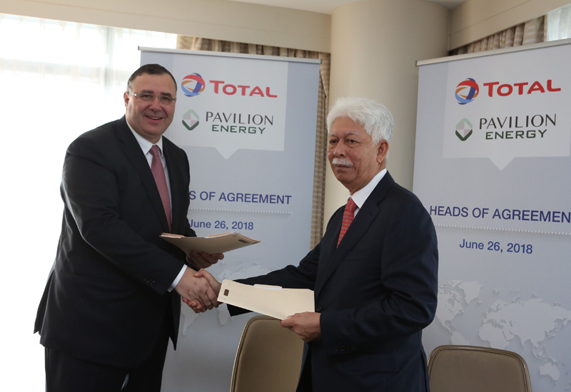Patrick Pouyanne, chairman and CEO of Total (left) and Tan Sri Mohd Hassan Marican, chairman of Pavilion Energy sign the HoA.