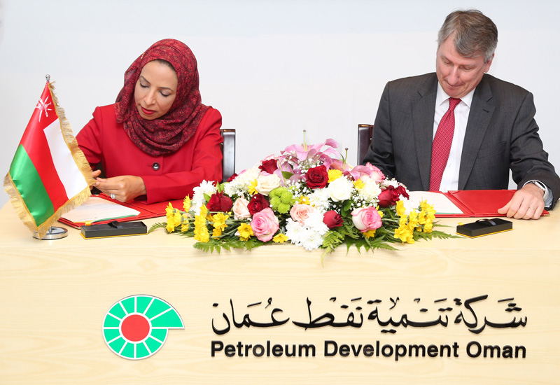 Dr Madiha bint Ahmed Al Shibani, Omans Minister of Education (left) and PDOs managing director Raoul Restucci sign the agreements.