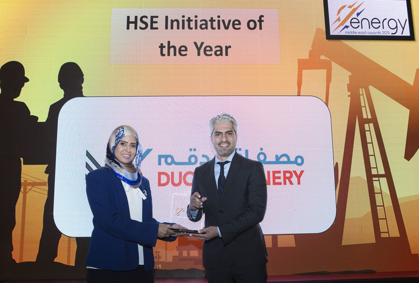 Nas-ha Al Fallahi (left), general manager, corporate affairs, Duqm Refinery and Petrochemical Industries Company, presents the HSE Initiative of the Year Award won by Kuwait National Petroleum Company for the Safety Performance Assessment System to Ahmad Ismail Ahmad, senior PSM engineer, Kuwait National Petroleum Company, at the 2019 Middle East Energy Awards.