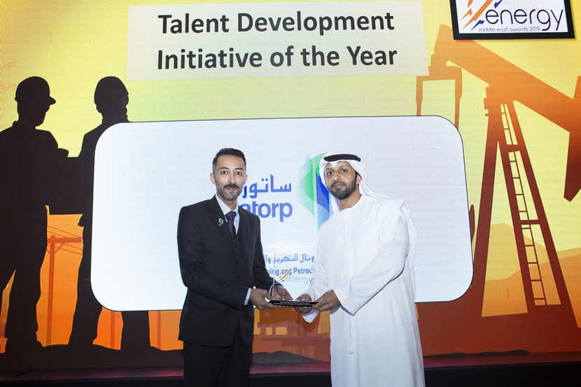Hassan Al Shakhs (left), public relations officer, SATORP, presents the Talent Development Initiative of the Year Award won by Mubadala Investment Company for the Future Energy Leaders Programme to Jasem Ali Al Teneiji, senior specialist – Emiratisation, Mubadala Investment Company, at the 2019 Middle East Energy Awards.